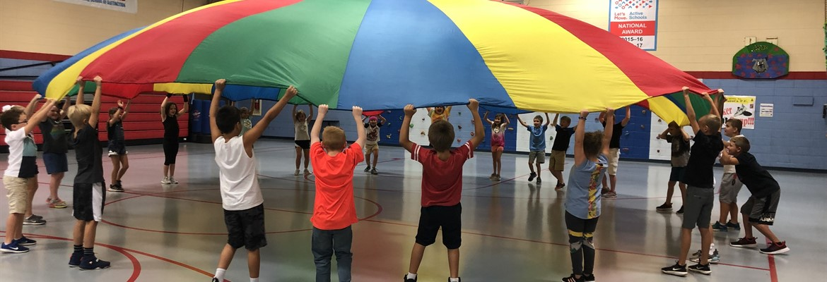 Mrs. Allen's class at SW having fun with a parachute.