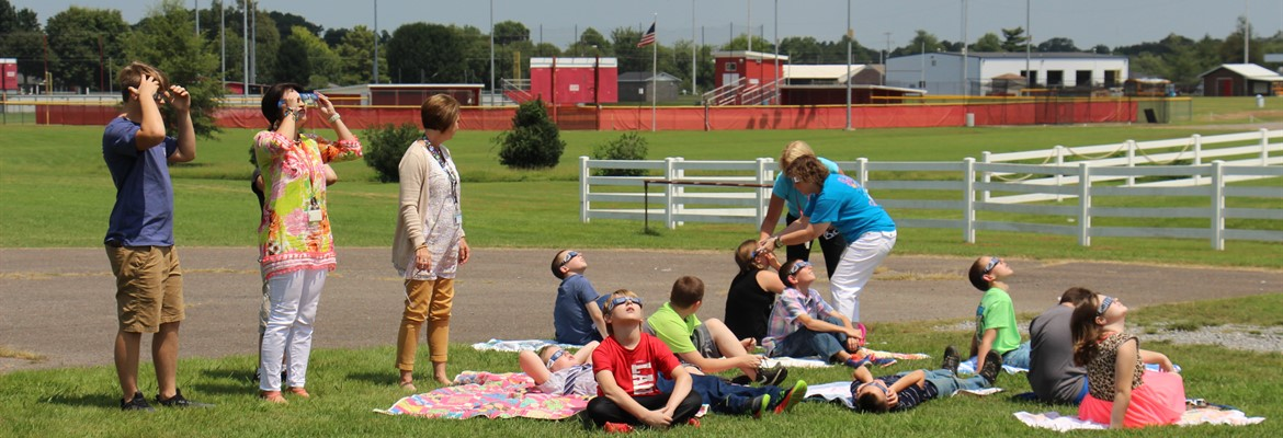 CCMS students viewing eclipse.